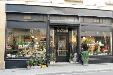 Re/max Select vous propose une société d'achat et de vente de plantes et de fleurs. Vente de 100% des parts. Affaire à développer, très bon potentiel, nombreux clients. Produits haut de gamme. Excellente situation géographique, en ville haute, proche de la Grand rue et du Palais Grand Ducal qui est un client. Loyer modéré étant donné l'emplacement. La société occupe 3 étages (soit 3 x 50 m2) : le commerce au rez-de-chaussée avec arrière-boutique, la cave servant de stock, l'étage servant de bureau. Possibilité d'avoir pour objet une tout autre activité sauf Horeca. Au prix s'ajoute le dépôt d'une garantie bancaire de 30000€