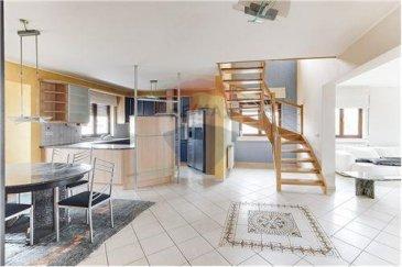 Re/max Select vous propose ce magnifique Triplex à vendre se situant à Soleuvre se compose :   Hall d'entrée, living spacieux, cuisine américaine séparée, 3 chambres, salle de bains avec baignoire et douche.  1 étage : 2 chambres, wc séparé, living.   2ème étage : grande pièce aménagée pouvant servir de bureaux ou salle de jeux.  Cave de 27m², garage de 38m².   À voir absolument.