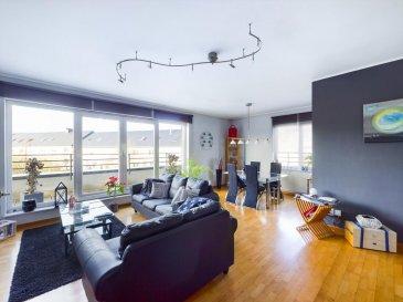Visite virtuelle : https://premium.giraffe360.com/remax-partners-luxembourg/d408629f48a44bc1934d1bb1ec6b892a/  Louis MATHIEU RE/MAX Partners, spécialiste de l'immobilier à Mondorf-les-Bains vous propose à la vente ce bel appartement penthouse de 1999, bien entretenu, d'une superficie d'environ 94 m2 habitables. Situé proche des commodités, au troisième et dernier étage dans une résidence avec ascenseur, il se compose de la manière suivante :   Un hall d'entrée, une pièce de vie séjour/salle à manger de 34 m2 avec un accès sur une belle terrasse filante, une cuisine équipée indépendante avec un garde-manger, deux chambres de 17 m2 et 12 m2, une salle de bain (baignoire, vasque simple, rangements, WC), un WC indépendant.  Ce bel appartement est complété par un emplacement intérieur, une cave et une buanderie commune.  Caractéristiques supplémentaires : double vitrage, chauffage au gaz, ascenseur, etcà  L'appartement est actuellement loué.  Disponibilité à convenir.  La commission d'agence est inclue dans le prix de vente et supportée par le vendeur.  Contact : Louis MATHIEU au +352 671 111 323 et louis.mathieu@remax.lu Ref agence : 5096428