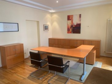 Très beau bureau représentatif pour toute profession avec possibilité d' utiliser une grande salle de réunion en annexe.  Pour plus d'informations n'hésitez pas à nous contacter.