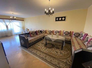 Real G Immo, vous présente en Exclusivité ce spacieux appartement situé au centre de Pétange, d\'une surface habitable de +/- 100m². <br><br>Ce bien se compose comme suit:<br><br>- Hall d\'entrée,<br>- Living/salle à manger donnant accès à un balcon,<br>- Cuisine équipée,<br>- 2 chambres à coucher donnant accès à un balcon,<br>- wc séparé,<br>- salle de bain,<br>- Débarras,<br><br>A ce bien s\'ajoute un garage box fermé, une cave privative et une buanderie commune.<br><br>A proximité de toutes commodités, tel que : <br>Crèches, écoles, maison relais, commerces, transports publics...<br><br>Pour plus de renseignements ou une visite des lieux (également possibles le samedi sur rdv), veuillez nous contacter au 28.66.39.1.