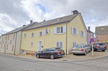 RE/MAX, spécialiste de l\'immobilier à Goeblange commune de Koerich vous propose en exclusivité à la vente cette belle maison totalement rénovée. Elle dispose d\'une superficie habitable d\'environ 195 m² pour 255 m² au total. Cette magnifique maison vous séduira par ses beaux volumes, et sa composition pleine de charme.  La maison se compose au rez-de-chaussée : d\'un hall d\'entrée, d\'une spacieuse pièce de vie séjour/salle à manger de 17 m², d\'une toute nouvelle cuisine équipée ouverte sur le séjour d\'env.19 m2 avec accès menant à une terrasse d\'env. 19 m2, un WC séparé d\'env. 2 m², une chambre d\'env. 14m2 et une deuxième chambre d\'env. 11m2.  Au premier étage : un hall de nuit, une troisième chambre d\'env. 17 m², une quatrième chambre d\'env. 19 m² et une cinquième chambre d\'env. 14 m², deux salles de douche et une buanderie d\'une surface de env. 7m2.  Au deuxième étage : grenier totalement rénové d\'env. 44 m2 avec une sixième chambre d\'env. 17 m² et un WC d\'env. 8m2.  Au sous-sol : Une Cave avec env. 35 m2.  Extérieur : une terrasse d\'env. 19 m² située à l\'arrière de la maison et 3 emplacements    Caractéristiques supplémentaires : Double vitrage 2019, dalles en béton jusqu\'au grenier, façade rénovée en 2019   - Chauffage : Gaz - 6 chambres, 1 salle de douche et 1 salle de bain, 2 WC séparés   Disponibilité fin juillet  La commission d\'agence est inclus dans le prix de vente et supportée par les vendeurs.  SIMOES Michael +352 691 680 986 michael.simoes@remax.lu Ref agence :5096279