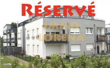 L'agence IMMO LORENA de Pétange a choisi pour vous un magnifique DUPLEX RENVERSÉ de 91 m2 plus une terrasse de 8,03m2 et jardin privatif de 50 m2 au RDC avec ascenseur situé à Pétange dans une très belle résidence, à proximité des commerces, transports en commun et toutes commodités, il se compose comme suit:  PREMIER NIVEAU:  - Un hall d'entrée d'une superficie de 2,32 m2 - Un double living de 37 m2 ouvert vers la cuisine toute équipée de  5,25 m2 donnant accès à une  terrasse sans vis-à-vis de 8,03 m2. - Un wc séparé de 1,66 m2  NIVEAU INFERIEUR:  - Hall de nuit de 5,97 m2 - Chambre de 14 m2 avec accès au jardin privatif de 50m2 - Deuxième chambre de 14,65 m2 donnâtes également au jardin privatif de 50 m2 - Un dressing 4 m2  - Salle de bain avec baignoire et douche italienne de 7,30 m2   CARACTERISTIQUES DU DUPLEX: - Triple vitrage - Emplacement intérieur - Cave - Buanderie - Jardin privatif de 50 m2   A VOIR ABSOLUMENT!!!!  Pour tout contact: Joanna RICKAL: 621 36 56 40 Vitor Pires: 691 761 110   L'agence ImmoLorena est à votre disposition pour toutes vos recherches ainsi que pour vos transactions LOCATIONS ET VENTES au Luxembourg, en France et en Belgique. Nous sommes également ouverts les samedis de 10h à 19h sans interruption.