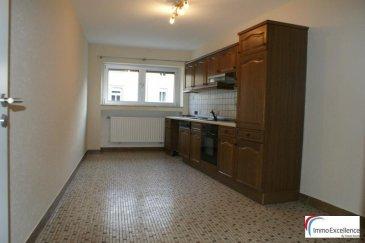 IMMO EXCELLENCE vous propose en exclusivité un appartement d'une surface de 73 m2 situé dans une maison bi-familiale. L'appartement comprend un hall d'entrée, une chambre-à-coucher, une salle-de-douche, un living avec salle-à-manger, une cuisine équipée, un emplacement extérieur ainsi qu'une cave commune.  Wormeldange (luxembourgeois : Wuermeldeng ou Wormer, allemand : Wormeldingen) est une localité luxembourgeoise et le chef-lieu de la commune portant le même nom située dans le canton de Grevenmacher.  Elle compte environ 2 500 habitants. Elle est reliée par un pont sur la Moselle à la commune allemande de Wincheringen.  La commune est connue pour ses vignobles et est appelée la « Commune du Riesling » (en luxembourgeois Riesleng-Gemeen).  A seulement 20 minutes du centre-ville de Luxembourg et à proximité de toutes commodités.  Ref agence :3426679