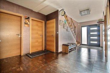 RE/MAX spécialiste de l'immobilier à Belvaux vous propose en exclusivité dans une rue calme et peu fréquentée une maison en parfait état offrant de beaux volumes à Haucourt-Moulaine (France); le tout agrémenté d'un terrain piscinable de 8,73 ares.  Ce bien dispose d'une surface de 237M² habitable et d'une surface totale de 451M².  Au Rez-de-chaussée:  - Hall d'entrée (20M²) - Salon + salle à manger (60M²) -> accès à la terrasse (70M²) et jardin (8,73 ares) orientés Nord/Nord-Ouest  - Cuisine équipée fonctionnelle (21M²) -> accès à la terrasse et jardin - Bureau / Chambre (16M²) - WC séparé - Buanderie (11M²)  A l'étage:  - Hall (15M²) - 3 chambres (14M² - 17M² - 26M²) - Bureau (8M²) - Salle d'eau: baignoire + douche (18M²)  L'agencement de cette maison permettrait aisément de faire une salle de bain au rez-de-chaussée au niveau du garage (44M²).   Ce bien dispose d'un sous-sol en très bon état entièrement carrelé de 170M² pouvant être composé d'une chambre, d'une salle de sport, d'un sauna... Un atelier est présent qui donne accès directement au garage via un escalier.  Emplacements de stationnement:  - 2 places intérieures - 2 places extérieures - Espaces libres devant la maison  Cette superbe maison est située dans un quartier calme et résidentiel, à proximité de tous les commerces/restaurants situés à Longwy.  Très proche de l'autoroute A30.  22km d'Esch-Belval 40km de Luxembourg-Ville  Une école maternelle et primaire est à quelques centaines de mètres de la maison + une crèche à proximité.  Pour votre information:  Taxe foncière : 1800 EUR Taxe d'habitation : 1800 EUR   A visiter sans tarder.  Personne de contact: Jérôme BRAGARD  Tél.: +352 661 102 236 E-mail: jerome.bragard@remax.lu Ref agence :5095914