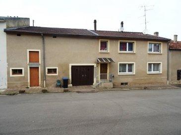 INGLANGE  Maison Lorraine F6 mitoyenne d'env 145 m2 hab au calme dans une impasse, comprenant: Une entrée, une cuisine avec cheminée, un grand séjour de 36 m2, un bureau, 3 chambres (16, 18 et 27 m2), 3 wc, une sdb ( baignoire et douche). grenier. garage 2 vl ancienne écurie. cave voutée cour jardin non attenant à env 20m de la maison. dv pvc chauffage fioul.