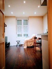 A LOUER Appartement F2  25 m2  Montigny les Metz. A louer  Appartement type F2  415.00 par mois  cc Rez de Chaussé  de 25 m2 à Montigny les Metz  une pièce principale avec cuisine ouverte aménagée  une chambre avec accès salle d'eau    wc une cave, ainsi qu' un jardin en commun  DISPONIBLE  FIN FEVRIER 2021