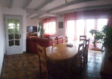 AY SUR MOSELLE: Jolie maison individuelle comprenant 1 cuisine équipée, 1 salon-séjour, 4 chambres, 2 sdd, buanderie-chaufferie, 1 grand garage et un grand jardin clôturé et arboré.