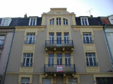 Quartier Sainte-Thérèse Bel appartement cinq pièces de 119 m² situé au 1er étage de l'immeuble 8 rue Verlaine. Spacieux et lumineux, celui-ci se compose d'une entrée, d'un séjour, d'une salle à manger avec accès sur le balcon, de trois chambres, d'une cuisine équipée avec balcon, d'une salle de bain et d'un wc. Un garage est compris dans la location.  Chauffage individuel au gaz.  Honoraires d'agence selon LOI ALUR 952 € pour la constitution du dossier, la rédaction du bail 3€/m² pour l'état des lieux, soit: 357 € Soit un total de 1309 €.