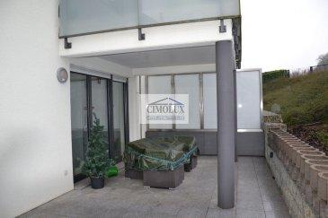 L\'agence CIMOLUX vous propose un appartement dans un endroit calme avec une superficie de +/-89m2.<br><br>L\'appartement dispose un hall d\'entrée, un salon/salle à manger, une cuisine équipée, une grande terrasse, 2 chambres, une salle de bain, un WC séparé, 2 débarras, un emplacement intérieur et une cave.<br><br>Prix 730.000€ <br>(frais d\'agence compris 3% + Tva 17 % à la charge du vendeur)<br><br><br>Pour plus d\'informations n\'hésitez pas à nous contacter on parle français, allemand, luxembourgeois, anglais, portugais et italien.<br><br>Pour l\'obtention de votre crédit, notre relation avec nos partenaires financiers vous permettront d\'avoir les meilleures conditions.