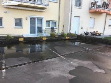 3 parkings extérieurs à vendre dans la résidence Lotus à Helmsange, le prix unitaire est de 10500€<br>Proche de la Gare et d\'un arrêt de bus direcion Luxembourg Ville ou Mersch.<br />Ref agence :725729