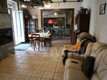 A MEXY, MAISON LORRAINE MITOYENNE, ENVIRON 150 M² HABITABLES, 5 CHAMBRES, TERRASSE ET TERRAIN AVEC POTENTIEL D'AGRANDISSEMENT.  Entrée vers le couloir qui dessert la première chambre (ou bureau), toilettes séparés, puis accès à la grande pièce de vie composée du salon / salle à manger (26 m²) ouvert sur la cuisine équipée complète (13 m²). Accès direct à une terrasse couverte de 25 m² environ. A l'arrière de la cuisine : espace rangement / coin bureau, seconde chambre, grande salle de bain équipée d'une baignoire, d'une douche et de toilettes (12 m²).   A l'étage : large pallier qui dessert les trois chambres (13, 14 et 15 m²) du niveau. Reste une partie aménageable inexploitée pour le moment, avec une hauteur sous plafond conséquente, pour 2 chambres supplémentaires, bureau, salle de jeu....  Le sous-sol : la dalle entre le sous-sol et les pièces de vie a complètement été isolée récemment. Vaste, équipé d'une buanderie et de toilettes (partie carrelée), d'une cave en terre battue,  il permettra de stocker ou de garer un véhicule (sauf 4*4 ou SUV à cause de la hauteur).  Chauffage électrique récent couplé à un poêle à bois (pierres réfractaires) installé il y a 3 ans (tubage inox aux normes) qui permet de chauffer l'ensemble. Double vitrage PVC. Installation électrique 2014, assainissement aux normes.  Le terrain, accessible soit par le sous-sol, soit par un escalier depuis la terrasse du séjour, est d'une surface de 70 m², bien exposé.  Une maison évolutive, qui permettra d'exprimer vos goûts, située au calme, à proximité de toutes les commodités et des accès routiers vers le Luxembourg et la Belgique.  Le prix inclut nos honoraires  Pour tous renseignements : Grégory Lambermont : 06.42.85.79.02 François Lambermont : 06.23.51.05.74  www.lambermont-immo.com  www.3gimmobilier.com/lambermont  Mandataires indépendants du réseau 3G Immo Consultant immatriculés au RSAC de Briey N°524 212 917 et N°791 005 580