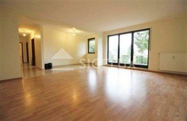 Sigelux Real Estate vous propose à la location un lumineux appartement au rez-de-chaussée d'une résidence située  rue de la Chapelle à Strassen.  Surface habitable de 90m2 - Hall d'entrée avec armoires encastrées  - Grand salon avec accès balcon de 13m2 - Cuisine équipée séparée - 1 chambre  - Salle de bain  - 1 emplacement intérieur  - Cave   Loyer: 1.600 EUR Charges : 180 EUR Caution locative: 3 mois Frais d'agence : 1 mois de loyer + 17%Tva   Pour plus d'information ou pour une visite contactez Sigelux au + 352 46 71 31 ou info@sigelux.lu Disponibilité immédiate