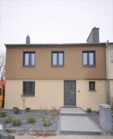 DALPA S.A. vous propose en location cette magnifique maison jumelée haut de gamme, de +/- 145m², complétement rénovée en 2014, situé dans le quartier prisé de Luxembourg-Cessange à quelques pas du parc de Cessange. <br><br>Disponibilité : à partir du 15 août 2021<br><br>L\'objet se situe : 11, rue Ausone, L-1146 Luxembourg<br><br>Cette maison est équipe de finitions haut de gamme. Toutes les pièces de la maison sont équipées de chauffage au sol et de fenêtres à triple vitrage. Des panneaux solaires contribuent également à la production d\'eau chaude.<br><br>La maison se compose comme suit : <br><br>RDC : <br><br>-un hall d\'entrée, <br>-un WC séparé, <br>-un bureau <br>-vaste espace de living avec cuisine ouvert et accès balcon. <br><br>À l\'étage : <br><br>-une salle de bain <br>-trois chambres à coucher dont une avec salle de douche.<br><br>Sous-sol : <br><br>-une salle de douche<br>-deux grandes pièces avec accès jardin<br>-les locaux technique<br><br>Un grand garage complète ce bel ensemble<br><br>Situé à pleine proximité du centre-ville, Cessange est un quartier recherché pour son calme et sa qualité de vie, pour jeunes familles. Le quartier doit sa popularité surtout grâce à sa proximité à des nombreuses écoles, commerces, centre-commerciales et beaucoup d\'autres commodités. <br><br>Nous sommes à votre entière disposition pour tous renseignements complémentaires ou visites des lieux. Veuillez contacter Antonio Lobefaro sous le numéro 352 621 469 311 ou par mail sur info@dalpa.lu <br><br>Si vous souhaitez vendre ou louer votre bien, nous mettons à votre disposition notre professionnalisme, savoir-faire ainsi que notre qualité de service. Nous vous proposons des estimations rapides, gratuites et réalistes.<br><br>ENGLISH VERSION<br><br>DALPA S.A. offers you for rent this magnificent high-standard semi-detached house, of +/- 145m², completely renovated in 2014, located in the popular district of Luxembourg-Cessange a few steps from the park of Cessange.<br><br>A