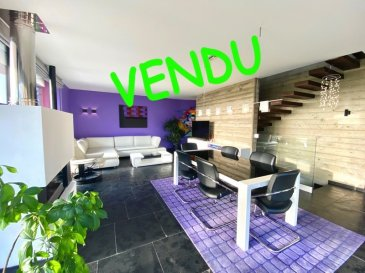 ***VENDU***KAYL 1.250.000 Euros.  Belle maison moderne d'une surface habitable de +-175m2 sur un terrain de +-5,25ares dans une rue sans issue en pleine verdure proche de la forêt.   En passant par la vaste entrée le living-salle à manger avec feu ouvert et cuisine équipée ouverte haut de gamme (+-54m2) donnent sur la belle terrasse (+-20m2) avec vue dégagée sur les champs et la forêt et l'accès au jardin. Un WC séparé ainsi qu'une réserve derrière la cuisine complètent le rdch.  Au premier étage en passant par l'escalier ouvert se trouvent 3 belles chambres à coucher (+-13,82m2/+-13,77m2/+-17,38m2) dont une avec accès terrasse de +-12,5m2, un dressing (+-8,60m2), 1 salle de bains avec baignoire et douche italienne et un WC séparé.  Sous-sol: garage pour 2 voitures (+-30m2), salle de douche, chaufferie, buanderie et réserve.  A l'extérieur la maison dispose de 3 emplacements de voiture, terrasse et jardin.  Equipements: Construction 2011, triple vitrage aluminium, dalles en béton, revêtements de sols: ardoise naturelle et laminat, façade isolée, toiture plate isolée, cuisine équipée YtterDesign, chauffage pompe à chaleur au sol, ventilation double flux...toute équipée  La maison est située dans une rue très calme sans passage mais proche du centre, des écoles et commerces.   ***HERBY IMMO = MEILLEURS PRIX DU MARCHE***   (Herby Immo vous garantit le prix d`achat le moins cher du marché)