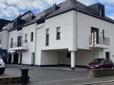 Appartement situé au 1er étage, d\'une petite résidence à peine achevée de 6 appartements situé dans le centre d\'Echternach. La surface habitable est d\'environ 88.65 m2 et est composé comme suit:  - zone d\'entrée - Salle de bain avec douche italienne / WC et baignoire - toilette séparé  - une chambre de 19.63 m2 - une chambre de 12.04 m2 - cuisine équipée ouverte sur salon /séjour avec accès     balcon - débarras  Équipement: - Sol carrelé et parquet dans chambres - Système de ventilation contrôlé - Triple vitrage - volets électriques - équipement de salle de bain de haute qualité - chauffage au sol - ascenseur - cave - Cave à vélos - 1 place de parking devant la résidence  N.B. : la cuisine sera posée début avril 2020 Ref agence :B134