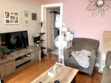 A Lexy, sympathique maison mitoyenne d'une surface habitable d'environ 60m² et de 25m² de grenier, 2 chambres avec grenier aménageable, idéale pour un premier achat ou un projet d'investissement.  La maison se compose au rez-de-chaussée d'un petit sas d'entrée, d'un salon sur parquet (11,2m²) d'une cuisine de la même surface et d'une salle de bain (meuble vasque et douche) ; un WC séparé est également présent sur ce niveau. A noter que l'accès vers la terrasse sur l'arrière, se fait via la salle de bain mais qu'il est possible de transformer une fenêtre de la cuisine en porte-fenêtre pour accéder directement à la terrasse de 19m² (pas de terrain). Au deuxième étage se trouvent deux chambres de 13,3 et 14m². Grenier aménageable sur 25m² environ.   DV PVC, chaudière gaz de 2016 (le DPE date d'avant le changement de chaudière), assainissement au tout à l'égout, toiture tuile avec écran sous toiture.  Le prix inclut nos honoraires Pour tous renseignements : Grégory Lambermont : 06.42.85.79.02  François Lambermont : 06.23.51.05.74  www.lambermont-immo.com  www.3gimmobilier.com/lambermont  Mandataires indépendants du réseau 3G Immo Consultant immatriculés au RSAC de Briey N°524 212 917 et N°791 005 580