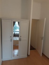 TEL./WhatsApp : 691 384 190 Apartment space of 30M², 1 bedroom, living  room, bathroom  and  kitchenette, is available for rent, in a very beautiful and freshly renovated house at the heart of the lovely city of Esch/Alz. Access to common space backyard of 40m² BBQ and smoking area. The rent is 1200€ and the charges are included. Couple  without  children can also apply. Available now !