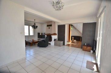 Isma BAUER RE/MAX, spécialiste de l'immobilier à Breistroff-La-Grande a 9 km de Frizange e 16km de Thionville, vous propose à la vente cette très belle maison indépendante construite en 1997 avec une extension en 2007 , bien entretenue, sise sur une parcelle de 8.37 ares. Cette jolie demeure dispose d'une superficie habitable d'environ 125 m² pour un total de 163m². Elle vous séduira par son cadre reposant, son grand terrain, et de nombreux autres avantages à découvrir...  La maison se compose de: - un hall d'entrée. - une spacieuse et lumineuse pièce de vie séjour/salle à manger de 45 m² avec une cheminée et un poêle a granules donnant accès à la  terrasse . - une cuisine équipée ouverte sur le séjour plus un coin repas de 10m². - 3 chambres. - une mezzanine de 16m² - une salle de bain plus  une salle de douche. - Wc indépendant.  - deux garages. - Extérieur terrain clôturé. Cette maison offre plusieurs avantages: isolation extérieur, volets électriques, exposition sud ouest... cette maison convient parfaitement a une famille.   Disponibilité à convenir.  contact: +352621813784 isma.bauer@remax.lu Ref agence :5095933