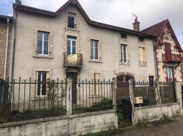 À Maidières, maison à acheter avec balcon avec POLIM PAM.  Dans la commune de Maidières en Meurthe-et-Moselle (54), trouver un nouveau bien immobilier à acheter avec une grande maison bourgeoise F7. Pont-À-Mousson se trouve seulement à 2 km. Ce bien de 230m2 composé d'un espace nuit comprenant 5 chambres, un espace cuisine et un coin salon de 30m2. Pour tirer pleinement avantage de toutes ces chambres, vous pouvez en convertir une en bureau. Un point très pratique pour une famille nombreuse, une salle de bain et une douche séparée facilitent le moment de la douche quand on vit en famille. Cette propriété vous fait bénéficier d'un espace de stockage en sous-sol et un espace combles faisant office de grenier. Le double vitrage assure le calme du lieu. Le terrain se transforme facilement en aire de jeux pour vos enfants. Pour dîner sous les étoiles, le logement vous propose un jardin occupant une surface de 400m2 et un balcon. Il donne accès à au moins un garage. Le Square Henri Dunant se trouvant à moins de 600 mètres vous donnera l'occasion de faire des balades en famille. Le prix est fixé à 222 600 EUR. POLIM PAM se tient à votre disposition pour organiser une visite de cette maison. Ce type d'habitation convient à merveille à une famille avec plusieurs enfants.