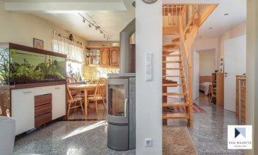 Maison jumelée 4 chambres, terrain 08ar 15ca à Niederanven.  Située à Niederanven, commune très recherché et dynamique, cette maison libre de 3 côtés et entièrement rénovée en 2016, est posée sur un terrain de 8,15ares.  En retrait de la route. Elle présente une surface habitable de ± 149 m² pour une surface totale de ± 207 m² et se compose comme suit: - Au rez-de-chaussée, un hall d'entrée ± 2 m² et une Wc invités (salle de bain ± 5 m²), les escaliers vous mènent au bel étage composé d'un palier ± 10 m² s'ouvrant sur le séjour ± 21 m² avec coin repas et la cuisine ouverte équipée et aménagée (four, cuisinière vitrocéramique, hotte aspirante, frigo, congélateur, lave-vaisselle, plan de travail), ainsi qu'un poêle à bois et accès à une terrasse de ± 40 m² (orienté plein Sud). L'étage comprend également 2 chambres ± 11 et 17 m² ainsi qu'une salle de douche ± 4 m² (avec douche, lavabo et wc), - L'étage, sous les combles, se compose d'un palier avec bureau et un feu ouvert ± 11 m², d'une salle de douche ± 4 m² (avec douche, lavabo et wc), ainsi que 2 chambres ± 11 et 13 m². Le garage accessible par l'extérieur comprend également un espace atelier ± 24 m², une buanderie ± 10 m², une salle de douche ± 6 m² (avec douche, lavabo et wc) ainsi qu'à un jardin d'hiver ± 13 m². - Un carport ± 13 m² sert d'abris de jardins, un garage complémentaire se trouve un peu à l'écart de la maison. Une terrasse de ± 40 m² côté jardin ce trouve dans le périmètre constructible. Une serre (jardin d'hiver) ± 18 m² longe l'arrière de la maison. Il existe une servitude de bon voisinage sur la cour devant la maison et elle est en copropriété avec le garage du voisin. - Détails complémentaires: Maison entièrement rénové en 2016; Cuisine équipée et aménagée, marque AEG; Double vitrage, châssis en PVC sécurisés, volets électriques; Sol en granit, parquet en bois massif et carrelage; Toiture en tuiles, en bon état; 24 panneaux solaires avec un rendement mensuel de 120 €; Chaudière au gaz, chauffage p