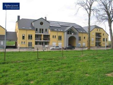 Petit appartement de 52 m2, avec living et cuisine ouverte, salle de douche avec WC et chambre à coucher. Construction traditionnelle de haute qualité, récupération de l`eau de pluie, panneaux solaires.  A 10 min de Mersch avec toutes ses commodités comme gare, grandes surfaces, pharmacies, médecins, etc...  A 20km de Lux-Ville A 12km d'Ettelbruck A 15km de Diekirch Ref agence :725910