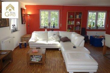 Nous vous présentons un très bel appartement de +/- 130 m² se trouvant dans une situation idéale à Ehlange-sur-Mess, dans une rue calme et à proximité de la ville.<br><br>Situé dans une petite résidence de 2003 de 6 copropriétés, ce bien est composé comme suit:<br><br>- Un grand hall d\'entrée avec une armoire encastrée,<br>- Cuisine équipée (de 2015) avec un accès sur un balcon de +/- 6 m²,<br>- Spacieux séjour/salle à manger de +/- 40 m² avec accès sur le balcon,<br>- Un wc séparé (2015), <br>- Une salle de bain + douche (2015),<br>- 3 chambres à coucher (+/- 16 m², 13 m² et 11 m²)<br><br>Pour compléter un emplacement extérieur, un box garage, une cave privative, une buanderie, des locaux de rangement en commun, ainsi qu\'un grand jardin commun s\'y ajoutent ajoutent.<br><br>Pour plus d\'informations ou une visite (visites également possibles le samedi sur rdv), veuillez contacter le 28.66.39.1.<br />Ref agence :72139