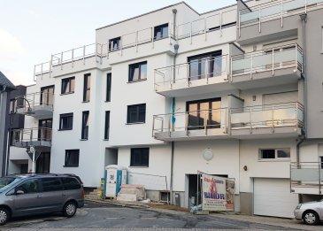 FN Promotion sàrl vous présente cet belle appartement de +/-56.92m2 + balcon de 6.71m2, situé au 2e étage, dans une toute nouvelle résidence de 12 logements.   L'appartement se compose comme suit :  -un hall d'entrée  -living avec une cuisine ouverte  -une chambre à coucher -une salle de douche - un balcon - et une cave  D'autres équipements supplémentaires de l'appartement comprennent le chauffage au sol, triple vitrage, les volets roulants électriques, la ventilation mécanique double flux, l'isolation acoustique, l'isolation thermique, etc.  Le prix d'un emplacement intérieur s'élève à 25'000€.  Si vous avez des questions ou souhaitez recevoir la documentation relative, n'hésitez pas à envoyer un email à info@fn-promotion.lu ou appeler le 621 139 988  ----------------------  FN Promotion sàrl stellt Ihnen diese kleine, bequeme, modern gestaltete Wohnung mit einer Wohnfläche von +/-56.92m2 + Balkon von +/-6.71m2, auf dem zweiten Stockwerk liegend, in einer erst kürzlich neu gebauten Residenz mit 12 Einheiten.  Die Wohnung setzt sich folgend zusammen: - eine Eingangshalle - Wohnzimmer mit offener Küche - ein Schlafzimmer - ein Badezimmer - einen Balkon - und ein Keller  Zu weiteren Annehmlichkeiten der Wohnung gehören eine Fußbodenheizung, Dreifachverglasung, elektrische Rolläden, mechanische Lüftung mit Doppelstrom, Schalldämmung, Wärmedämmung, usw.  Der Preis für einen Garagenstellplatz beträgt 25'000€  Wenn Sie weitere Fragen haben oder die Dokumentation zur Wohnung möchten, so senden Sie uns eine E-Mail an info@fn-promotion.lu oder rufen Sie unter 621 139 988 an.