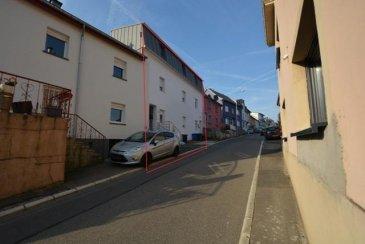 Maison de rapport, sise à Niederwiltz, sur un terrain de 4a55ca.<br>Comprenant: a+b)   2 appartement à 2 chambres à coucher, cuisine équipée, salle de bains.<br>c) L\'aménagement du 3e appartement doit être encore fait<br>d) jardin et cave<br>e) emplacements extérieurs<br><br />Ref agence :409