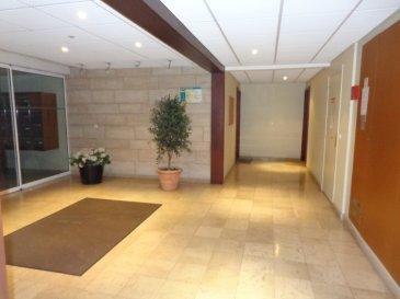 Appartement  2 pièce(s) 46 m2. Situé  32 avenue De Guise à Thionville, cet appartement se compose d'une entrée avec placards, cuisine équipée ouverte sur salon séjour,chambre et salle de bains, wc séparé . Une place de parking en extérieur .  Terrasse 12 m² Ascenseur  Frais d'agence 500 € . Disponibilité 01/11/2019  IMMODM 03 82 57 31 87