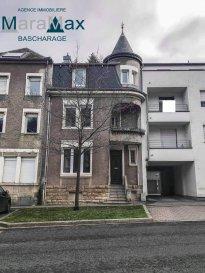L'agence immobilière MaraMax s.à.r.l vous propose cette belle maison de rapport située à Differdange, sur un terrain de 2a90ca, avec une surface habitable de +/-180m2. La maison est composée de deux appartements et un duplex.  Appartement (rez-de-chaussée) - hall d'entrée, - living avec salle à manger, - cuisine équipée, - salle de douche avec WC et lavabo, - 1 chambre à coucher accès terrasse et jardin.  Appartement (1er étage) - hall d'entrée, - living avec salle à manger, - cuisine équipée, - salle de douche avec WC et lavabo, - 1 chambre à coucher.  Duplex (2eme étage) En cours de rénovations.  Au sous-sol, vous y trouverez trois caves avec accès jardin. Buanderie en cours de rénovations.  !! Pas de cadastre vertical !!  Grace à la situation géographique idéale, toutes commodités comme les transports publics, les supermarchés, les stations d'essence, ainsi que l'autoroute direction Luxembourg-ville se trouvent dans les environs de quelques minutes.  Pour plus d'informations par rapport à cette belle maison, n'hésitez pas à nous contacter.