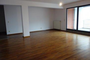 New Keys vous propose à la vente ce magnifique appartement idéalement situé à  Luxembourg-Merl, proche de toutes les commodités. Situé au 1er étage d'une résidence construite en 2008, cet appartement d'une surface d'environ 120 m2 se compose comme suit :  - un grand hall d'entrée avec placard encastré - un wc séparé - un très beau séjour lumineux avec parquet donnant accès à une terrasse de 12m2 - une cuisine équipée et fonctionelle -  3 spacieuses chambres à coucher avec parquet  - 1 belle salle de bain avec baignoire et douche  L'appartement dispose également d'un grand grenier au dernier étage de la résidence, d'une cave et d'un emplacement intérieur.   Pour plus  de renseignements et demandes de visites, merci de contacter le 691149362 ou par email jheymann@newkeys.lu  Ref agence :5003248