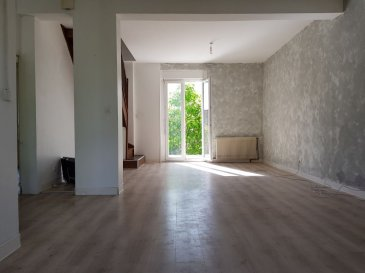Maison individuelle bien située. A découvrir maison individuelle d'une surface d'environ 115m² au sol, comprenant une entrée ouvrant sur un beau séjour de 32m², une cuisine équipée, une salle de bains ainsi qu'une première chambre se trouvant au rez-de-chaussée. A l'étage deux chambres sous mansarde de 22m² et 25m².  Vous bénéficiez d'une terrasse bien exposée, d'une jardin clôturé et arboré, d'un puit en fonction, d'une dépendance.d'un garage attenant et d'une cave. La parcelle totale est de 1380m² avec une partie constructible.Contact : 0688700833Prix : 105 000€ FAI (Frais d'agence à la charge du vendeur) - barème honoraires : www.tfimmo.com /nos-honoraires.php - Contact : 06.88.70.08.33 - cindythube.tfimmo@gmail.com