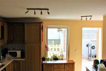 Re/Max spécialiste de l'immobilier à Belvaux vous propose en exclusivité dans une rue calme et peu fréquentée une maison offrant de beaux volumes : le tout agrémenté d'un terrain de 1,1 are. Ce bien dispose de 170 M² habitables. Un vaste séjour ouvert sur la cuisine et permettant d'accéder à une belle terrasse et véranda ainsi qu'une salle d'eau avec WC constituent le rez de chaussée. Les étages supérieurs offrent 5 chambres spacieuses deux salles de bain et une cuisine. L'agencement de cette maison permettrait aisément de faire deux entités de vie indépendantes pour une même famille. Les combles partiellement aménagés et offrant une hauteur sous plafond de plus de deux mètres proposent une belle sixième chambre de 11,6 M². Ce bien dispose d'une cave de plus de 50 M². Un garage de plus de 12 M² pourra être envisagé à moindre cout (une porte séquentielle à installer en lieu et place de l'actuelle).  Des travaux d'amélioration sont à envisager pour finir d'adapter ce bien à vos exigences. Maison à fort potentiel. A découvrir sans tarder.  Contact: Frédéric LIGUTTI (00352) 691 120 289 frederic.ligutti@remax.lu Ref agence :5095892
