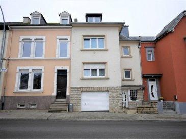 New Keys propose cette maison de ville située au centre de Luxembourg-Bonnevoie.  La propriété a été rénové en 2003. Dalles en béton, fenêtres double vitrages, escaliers en béton, garage pour 1 véhicule avec accès jardin et buanderie.  Disposant de 5 chambres, 2 salles de douche et 2 cuisines, cette maison convient aussi bien pour une de vie famillle ou un rendement locatif.   Le bien se présente de la manière suivante:  Rez-de chaussée:  -Hall d'entrée  -Garage,  - Buanderie,  - WC separé,  - Accès terrasse et jardin  1er étage:  -Cuisine équipée avec accès jardin,  -Salon,  -Salle à manger,  -Salle de douche  2ème étage:  - 3 chambres à coucher, dont une d'elle avec cuisine équipé,  - Salle de douche  3ème étage:  - 3 chambres à coucher,  - Petits rangements sous toiture.  Extérieur: Grand jardin et grande terrasse  Le bien est situé à proximité du centre-ville et de toutes autres commodités ainsi que des principaux axes autoroutiers.  N'hésitez pas à nous contacter au 352 691 216 830 ou par mail smarrocco@newkeys.lu pour plus d'informations et/ou une éventuelle visite.    COVID: Pour votre sécurité, nos visites sont effectuées avec des masques, des gants et limitées à 3 personnes par visite.  Les prix s'entendent frais d'agence inclus dans le prix et payable par le vendeur.  Nous recherchons en permanence pour la vente et pour la location, des appartements, maisons, terrains à bâtir pour notre clientèle déjà existante. N'hésitez pas à nous contacter si vous avez un bien pour la vente ou la location.  Ref agence : 5003446