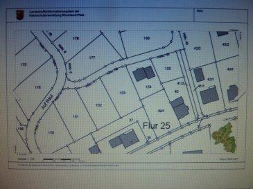 """Es handelt sich um zwei Baugrundstücke die sich in 54298 Orenhofen im Baugebiet """"Auf Baul"""" finden. Die bieten beide mit einem imposanten Ausblick in die Ferne. Das Grundstück mit der Parzelle 153 ist ca. 779 m² groß und hat eine Straßenfront von ca. 23,00 m. Die zweite Baustelle mit der Parzelle Nr. 152 (VERKAUFT) ist ca. 759 m² groß. Die Straßenfront ist ca. 21,00 m breit. Beide nebeneinader liegenden Baustellen haben eine ebene Lage. Bestens geeignet sind diese  Baustellen für die Realisierung eines Einfamilienhauses ohne Keller. Beide Baustellen sind voll erschlossen. Auf Wunsch der Käufer können die Baustellen jeweils um einen Streifen von 5 Metern in der Tiefe zum Nachbarn verkürzt werden. Die beiden Bauplätze unterliegen keiner zeitlichen Bauverpflichtung.  Der Verkäufer dieses Baugrundstückes bietet das Grundstück zum Preis von VB 65,00 €/m² an. Somit kosten die Baustellen mit der Parzelle 152 49.335,00 € und die größere Baustelle 50635,00 €.  Die Verkaufsprovision beträgt 3,57 %  inkl. 19% MwSt."""
