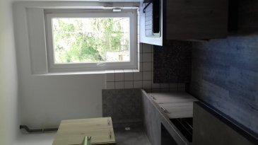 Maison Moyeuvre Grande 4 piece(s) 80 m2. Maison mitoyenne avec jardin et garage, dans un quartier résidentiel calme, sur 2 niveaux + cave + combles.<br/>Comprenant au RDC: entrée, cuisine équipée, séjour, salon ou chambre.<br/>A l\'étage : 2 chambres, salle de bains<br/>Au sous-sol, en rez-de-jardin : une pièce pouvant servir de cuisine d\'été, douche, WC et cave. <br/>Garage, auvent, terrasse, jardin