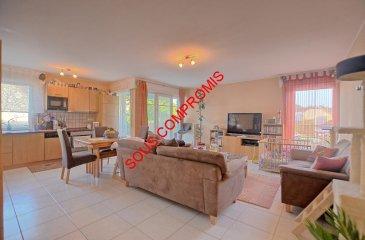 **** SOUS COMPROMIS ****  Louis MATHIEU RE/MAX Partners, spécialiste de l'immobilier à Hassel vous propose en exclusivité à la vente ce bel appartement de 1998, d'une superficie de 75 m2 habitables. Situé dans une rue calme, entouré de verdure, au premier étage d'une résidence avec ascenseur, il se compose de la manière suivante :   Un hall d'entrée, une pièce de vie séjour/salle à manger de 35 m2 avec un accès sur un belle terrasse exposée Sud-Est, une cuisine équipée ouverte sur le séjour, une première chambre de 11 m2, une seconde chambre de 9 m2 avec un petit balcon, une salle de bains (baignoire, vasque simple, rangements), un WC indépendant, un débarras.  Ce bel appartement est complété par un emplacement extérieur, une grande cave et une buanderie commune.  Caractéristiques supplémentaires : double vitrage, chauffage au mazout, situation calme, résidence avec ascenseur, à 15-20 min du Centre Ville, etcà  Charges mensuelles : 165 '  Passeport énergétique : H / H  Disponibilité à convenir.  Contact : Louis MATHIEU au +352 671 111 323 ou louis.mathieu@remax.lu Ref agence :5095960