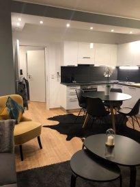 UXEMBOURG-GARE - Bel appartement entièrement meublé  , avec 2 chambres  de +/- 50 m² ayant une exposition plein sud, au 6,Rue d anvers  à Luxembourg-ville (quartier place de paris gare).  Le bien est entièrement meublé et équipée, toutes fournitures inclus et il se trouve au 2 ème étage  de la résidence 'alita ' qui profite d'une belle lumière.  Hall d'entrée , living, salle à manger, x 2 chambres , cuisine équipée , salle de bain, wc ,  Le loyer est de 1.600 ' (pour une personne) et 1.650 ' (si deux personnes) et il inclus les charges forfaire pour l'eau, le chauffage, les parties communes, la taxe poubelle...  et les abonnements internet, TV, téléphonie fixe reste à charge du/des locataire(s). La caution est de 3.200 ' (pour une personne) ou 3.300 ' (si deux personnes). Les frais d'agence sont de 1 mois de loyer + TVA    N'hésitez pas à nous contacter pour toutes informations complémentaires ou pour convenir d'un rendez-vous de visite. Tel: 661140857ou  sabek@sohoimmo.lu