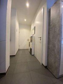 Real G Immo vous présente en Exclusivité, ce bel appartement disposant d\'une surface habitable de +/- 73,89 m², se situant au 3ième étage d\'une résidence construite en 2014. <br><br>Ce bien se trouve dans la Cité de Opkorn.<br><br>Il se compose comme suit:<br>- Hall d\'entrée<br>- WC séparé, <br>- Salon<br>- Salle à manger donnant à un balcon<br>- cuisine équipée ouverte<br>- salle de douche<br>- 2 chambres à coucher <br><br>À ce bien s\'ajoute une cave, une buanderie commune et un emplacement intérieur.<br><br>Pour plus de renseignements ou une visite (visites également possibles le samedi sur rdv), veuillez contacter le 28.66.39.1.<br><br><br><br><br><br><br><br>