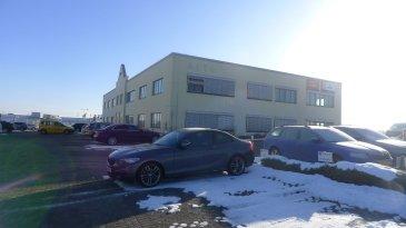 Avec une surface de plus de 1600m², le bâtiment ALTO propose des bureaux de 8m² à 250 m² répartis sur 2 étages.  Les bureaux modulables vous offre un lieu de travail répondant au mieux aux besoins de flexibilité propres aux PME et professions indépendantes....  Bureau avec fenêtre situé au 1er étage de 24m².  Charges 4,5€ / m² / mois Caution 3 mois de loyer Commission 1 mois de loyer + TVA Bureau meublé 30€ / mois HTVA Parking extérieur 75€ / mois HTVA.