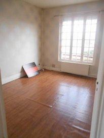Réf: 5285  Appartement au 1er étage sans ascenseur coeur de Berck Plage de 42 m²   Entrée, séjour, cuisine équipée, salle de bains, wc et 1 chambre.  Loyer: 450 € Charges: 15 € (taxe des ordures ménageres)  1 mois de caution   frais d\'agence: 462 €  Libre le 01/12/18  Ref: 5285