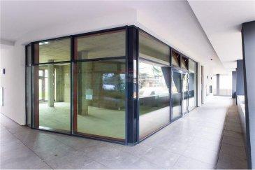 Veuillez contacter Mathieu Bossennec pour de plus amples informations : - T : +352 661 521 730 - E : mathieu.bossennec@remax.lu  REMAX, Spécialiste de l'immobilier dans la commune de Differdange,  vous propose ce local commercial très intéressant à louer dans une nouvelle résidence à  proximité du Cactus, Auchan, et bien d'autres commerces et commodités.  Le local possède environ 20 m² avec une magnifique terrasse d'environ 17 m², il  possède une luminosité qui vous séduira, en effet,  il dispose de grands panneaux vitrés. Il est actuellement en cours de finalisation, donc le futur locataire peut  choisir certaines finitions (Ex. : Sol, à discuter). Il existera également un espace sanitaire  avec vasque, les murs seront blancs, et la fibre présente.  Disponible le 1er Mars.  Les charges sont de 212,50 € et comprennent : - Les charges communes, - L'électricité, - L'eau, - Un emplacement privatif au sous sol.  Si, le locataire ne souhaite pas louer l'emplacement, les charges seront de 100 € / mois.  Frais d'agence RE/MAX : 125 % du montant du loyer + TVA à charge du locataire