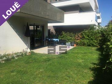 A.S. Real Estate vous propose un bel et lumineux appartement de +/- 80m² avec terrasse et jardin situé à la Cité Op Hudelen.  Celui-ci se compose d'un hall d'entrée, d'une cuisine entièrement équipée ouverte sur un living de +/- 34m² avec accès à une terrasse de +/- 18m² et au jardin, de 2 chambres de +/- 16.50m² et +/- 13m², d'une salle de douche de +/- 3.50m², d'une salle de bain de +/- 6.50m² équipée d'une baignoire balnéo et d'un w.c..  Ce bien est complété d'une cave et d'un emplacement de parking intérieur .  Pour de plus amples informations ou pour convenir d'une visite, n'hésitez pas à nous contacter au (+352) 621 274 674 / 2776 4776 ou par email à info@as-estate.lu.