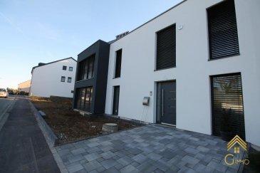 NOUVELLE CONSTRUCTION APPARTEMENT AVEC JARDIN PRIVATIF !!<br><br>À découvrir, bel appartement au rez-de-chaussée d\'une maison bi-familiale de 2018 situé à Wickrange, Commune de RECKANGE-SUR-MESS.<br><br>Ce bien lumineux avec des matériaux de gamme, vous offre une surface de 63 m², qui se compose comme suit :<br><br>Hall d\'entrée desservant toutes les pièces, cuisine équipée ouverte sur l\'espace living donnant accès sur une terrasse de 18 m² et jardin privatif de 2,5 ares, orienté Sud, débarras avec raccordement pour machine à laver, salle de douche (douche italienne, wc et lavabo), une chambre à coucher. Un emplacement extérieur complète ce bien.<br><br>Pour informations :<br>Première habitation, disponible de suite !<br>Charges mensuelles : 100\',<br>Châssis triple vitrage avec stores électriques,<br>Revêtement sols : marbre de qualité,<br>Vidéophone, panneau solaire, chauffage au sol.<br><br>Pour toute informations supplémentaires ou une éventuelle visite, n\'hésitez pas à nous contacter au numéro 28.66.39.1.<br><br />Ref agence :72774