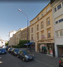 METZ SABLON, rue de la Chapelle, au 1er étage, appartement 1pièce comprenant une pièce à vivre, une cuisine, une salle d'eau,WC. Chauffage individuel gaz. Disponible de suite.