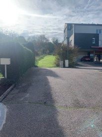 TERRAIN A VENDRE   Terrain de 26 ares à vendre situer au bout d'une impasse. - Impasse calme, peu de passage. - Situé à proximité des écoles, du centre ville, de l'autoroute (Metz, Luxembourg, Allemagne). - Possibilité de construire.