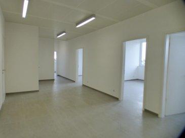 Monia SOUILMI ( 691 21 29 46 / monia.souilmi@remax.lu ), vous présente en location 6 Bureaux neufs de haut standing d\'une surface totale de143m² environ, au rez-de-chaussée d\'un immeuble de l\'année 2012, situé dans le quartier de Belair à Luxembourg-Ville.<br><br>Ces Bureaux sont non meublés et varient en surface entre 11m² et 28m² environ. Il s\'ajoute à ces bureaux, une réception commune qui fait 39m² environ et  2 toilettes séparées. <br>Possibilité de louer la totalité de 143 m² pour une seule société de service. <br><br>Les bureaux sont fournis avec des prestations haut de gamme, confort intérieur, apport de lumière et efficience énergétique.  <br><br>Idéal pour les professions médicale, paramédicale, indépendant et toutes professions de service.<br><br>Les charges mensuelles sont calculées sur le nombre de m² loué. <br>La caution est liée selon la période de contrat:<br>- 3 mois de caution pour un contrat d\'1 ans<br>- 6 mois de caution pour un contrat de 3 -6- 9<br><br>La localisation des bureaux permet d\'installer votre société en plein centre de Luxembourg et à proximités de toutes les commodités!! <br><br>Réservez votre place !!<br><br />Ref agence :5096108