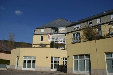 -- FR --  IMMO EXCELLENCE vous propose ce joli appartement d'une surface habitable d'environ 96 m2 situé au deuxième étage et au plein centre d'Echternach. L'appartement se compose comme suit : - Un hall d'entrée ( 3,41 m2 ), une jolie cuisine équipée ( 8.05 m2 ), une-chambres-à-coucher ( 11.61 m2 ), une deuxième chambre-à-coucher ( 20.63 m2 ) avec accès sur un balcon ( 2.37 m2 ) orienté plein sud, un spacieux et lumineux living avec salle-à-manger ( 37.75 m2 ), un W.C. séparé ( 1.33 m2 ), une salle-de-douche ( 5.52 m2 ), un deuxième hall ( 3.46 m2 ), un débarras avec raccordement pour la machine-à-laver ( 2.23 m2 ), une cave ainsi qu'un emplacement intérieur.   Echternach (luxembourgeois : Iechternach) est une ville du Luxembourg d'environ 5 300 habitants et le chef-lieu de son canton, le long de la vallée de la Sûre marquant la frontière avec la Rhénanie-Palatinat allemande.  Elle est surtout connue pour son abbaye et sa procession dansante de Pentecôte.   Ref agence :3426708