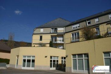 SOUS COMPROMIS !! IMMO EXCELLENCE vous propose en exclusivité ce joli appartement d'une surface habitable d'environ 96 m2 situé au deuxième étage d'une Résidence. L'appartement se situe au 2ème étage d'une Résidence située au plein centre d'Echternach. L'appartement se compose comme suit : - Un hall d'entrée ( 3,41 m2 ), une jolie cuisine équipée ( 8.05 m2 ), une-chambres-à-coucher ( 11.61 m2 ), une deuxième chambre-à-coucher ( 20.63 m2 ) avec accès sur un balcon ( 2.37 m2 ) orienté plein sud, un spacieux et lumineux living avec salle-à-manger ( 37.75 m2 ), un W.C. séparé ( 1.33 m2 ), une salle-de-douche ( 5.52 m2 ), un deuxième hall ( 3.46 m2 ), un débarras avec raccordement pour la machine-à-laver ( 2.23 m2 ), une cave ainsi qu'un emplacement intérieur.   Echternach (luxembourgeois : Iechternach) est une ville du Luxembourg d'environ 5 300 habitants et le chef-lieu de son canton, le long de la vallée de la Sûre marquant la frontière avec la Rhénanie-Palatinat allemande.  Elle est surtout connue pour son abbaye et sa procession dansante de Pentecôte.   Ref agence :3426708